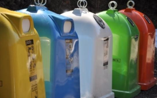 Pět  třicet devět tun odpadu se podařilo Hradečanům za poslední půlrok proměnit v zužitkovatelnou složku. To se rovná zhruba sedmdesáti plně naloženým popelářským vozům, které by odjely na skládku či do spalovny