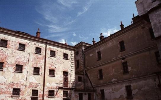 Věznice v centru Hradiště chátrá. Na památník totality nejsou peníze