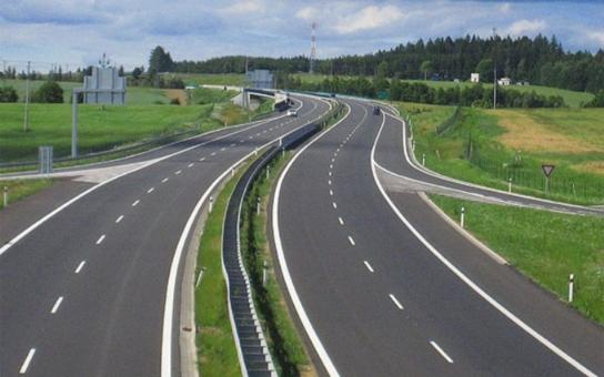 Příští rok se nepostaví ani jeden kilometr nové dálnice! Motoristé, radujte se, máme šikovné úřady