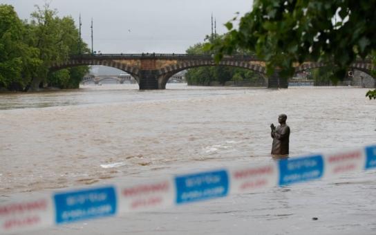Povodně 2013 v Praze: 3. stupeň, metro nejede, školy neotevřou