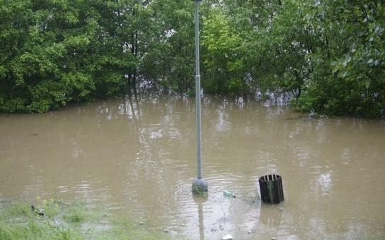 Hradecko: Na povodňové sbírce je po prvním dni už 70 tisíc