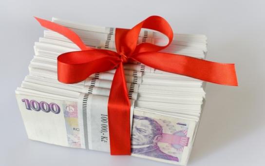 Ministr stvrdil podpisem v Parubicích 822 milionů