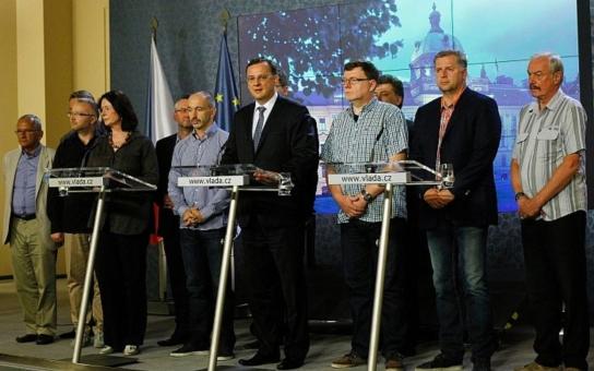 Drsný hlas severu: Ať politici dělají zadarmo