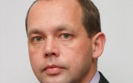 Karlovarské politické varieté: Lotři, zbabělci a socialistický prezident