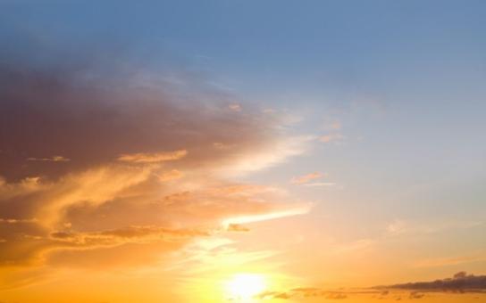 Bláznivé počasí: O víkendu tropy, čekají se čtyřicítky. Ozónová vrstva je na minimu. A na Šumavě mrzne