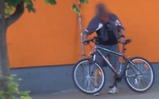 V Hradci ukradli kolo za 4 minuty, v Karlových Varech to trvalo přes 2 hodiny