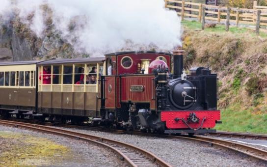 Projeďte se parním vlakem a užijte si zábavné odpoledne