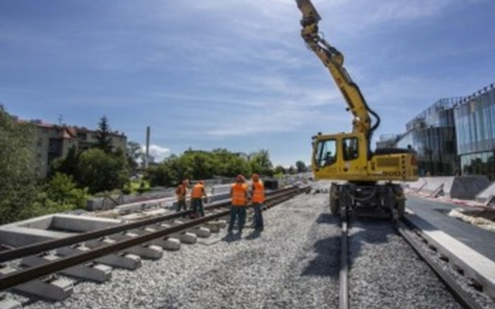Koleje už jsou na většině trati na Nové Sady v Olomouci