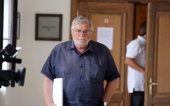 Svědkyně v procesu s Rathem Salačová je divná, vypadá jako zrádce. Říká režisér Kačer