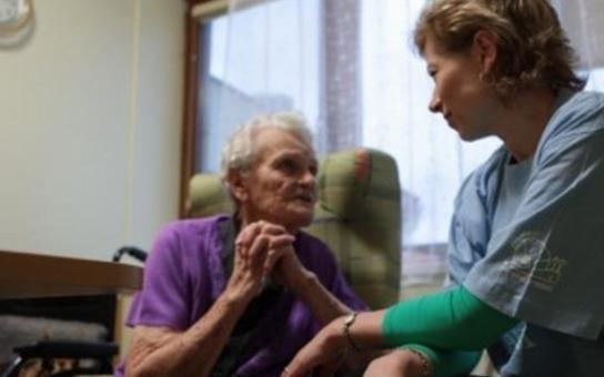 Tísňová linka seniorů pomohla zraněné jednadevadesátileté paní