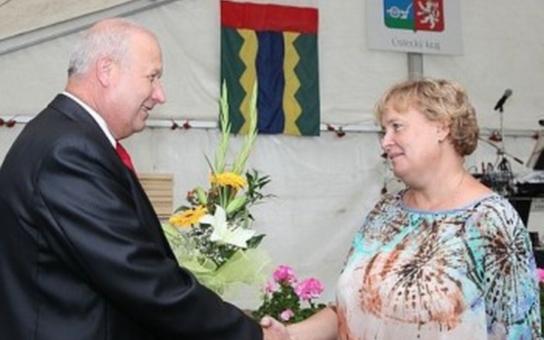 Vesnice roku 2013 Srbská Kamenice převzala Zlatou stuhu