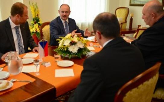 Hejtman Michal Hašek jednal s ministry v demisi