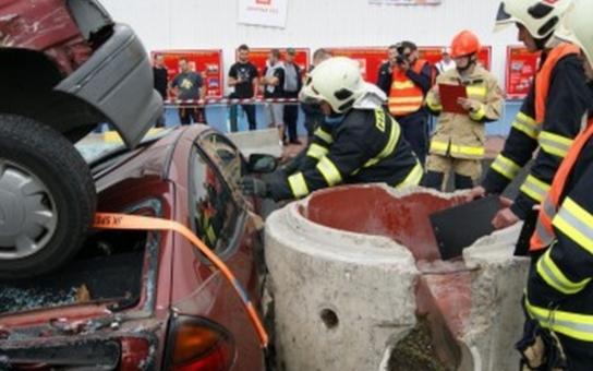 Krajskou soutěž ve vyprošťování ovládli hasiči z Žatce