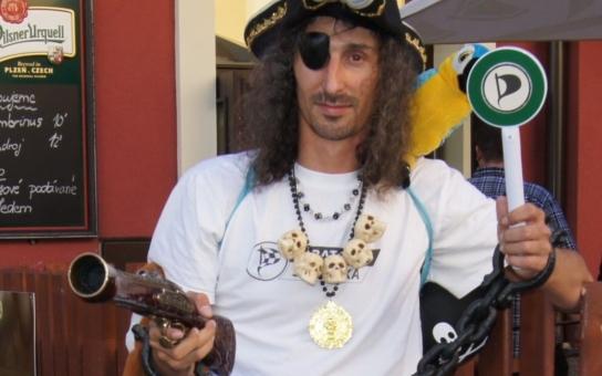 Chceme mít z Česka internetové Švýcarsko,  tvrdí Piráti. V kampani sympaticky sázejí na dobrovolníky, ne na peníze a billboardy