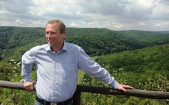 Ministr Podivínský otevřel čerstvě zateplenou školu v Hradci