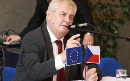 """Prezident perlil, studentka omdlela… Přečtěte si reportáž i nejlepší """"špeky"""" Zemana, který navštívil Ostravsko"""