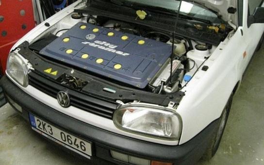 Provoz elektromobilu vyjde na 6500 Kč měsíčně, hlásí ze severu Čech
