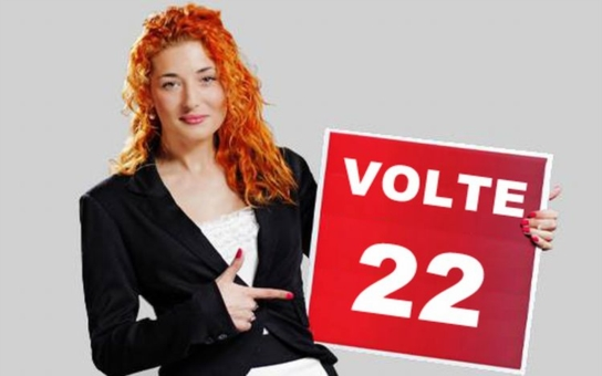 Paroubkův LEV 21 v kampani kompletně odbrzdil: Na plakáty dal úplně nahou holku s kalhotkami u kolen! Mrkněte