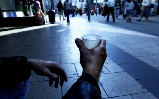 Alarmující číslo: Extrémní chudobou u nás trpí 400 tisíc lidí! Co budou dělat politici? Podle volebních programů NIC