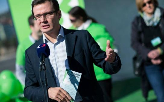 Týden do voleb, strany s nízkými preferencemi panikaří. Zelení vypustili falešný mail, rapujícího předsedu i rikšu