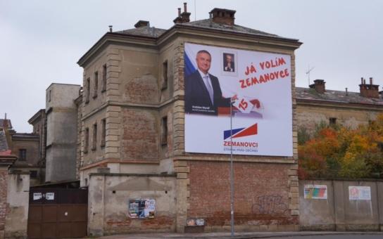 Nevkus! Zemanovci pověsili volební billboardy na vězení, kde mukly mučili komunističtí bachaři. Podívejte se