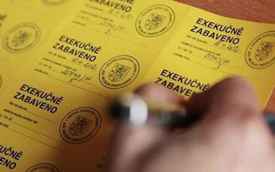 Tajemné zmizení 150 tisíc nezaměstnaných. Klíč má Exekutorská komora, píší HN. Prý mrazivá čísla