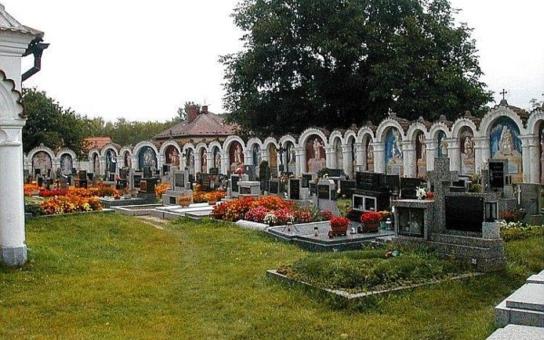 Zvýšené kontroly MP na hřbitovech v Českých Budějovicích