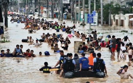 Chcete pomoci? Vyťukejte DMS FILIPINY na číslo 87777. Člověk v tísni dnes vyrazil na Filipíny, tragicky zasažené tajfunem