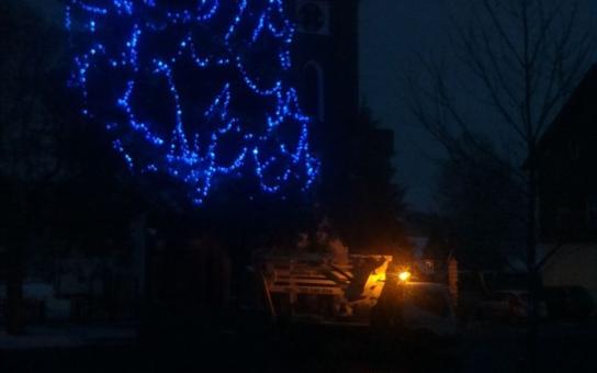 Kvilda už má připravený nejvyšší vánoční strom v České republice. Možná i na světě, to se ale musí teprve zjistit. Podívejte se