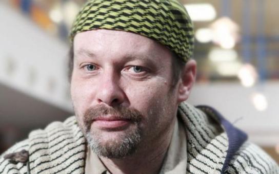 Česká televize se definitivně zbláznila? Místo rosniček budou počasí hlásit bezdomovci, je to prý veřejnoprávní