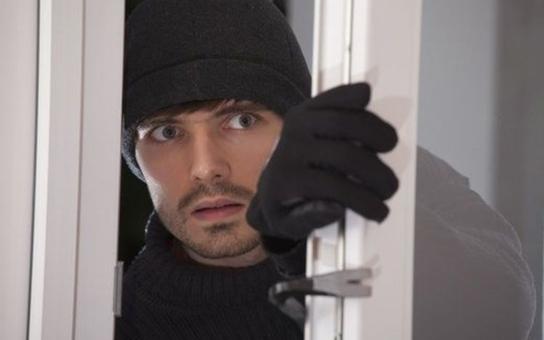 Zloději se zaměřili na fary: Mizí elektronika i platební karty