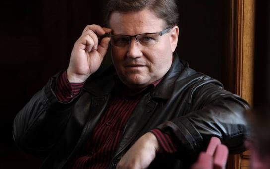 Aktivista naléhavě nutil hodonínského senátora Zdeňka Škromacha ke skandálnímu prohlášení. A kandidát na prezidenta to ustál. Ale stojí za to to vidět...