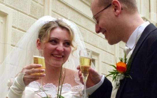 """Sobotka nyní slíbil, že jeho žena nebude paní Colombová. Je ale novopečený premiérský pár """"sexy""""? Čtěte"""