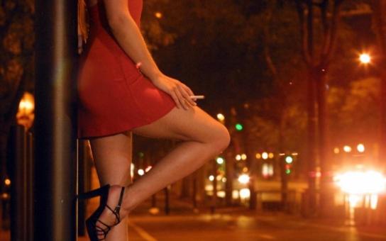 Prostituce ve sněmovně. Lehké děvy budou nadále vydělávat nezdaněných 100 tisíc a roznášet pohlavní choroby