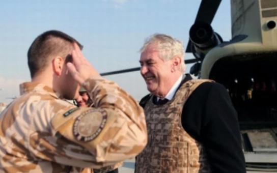 Zeman  navštívil tajně Afghánistán, noviny to zveřejnily. Hrad mluví o ohrožení bezpečnosti, my víme, kdo to asi prásknul