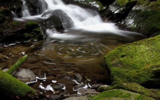 Pohádkově zasněžená Kvilda, dechberoucí pohled na Sekerský potok.  Na Šumavě vybrali nejlepší fotky, podívejte se
