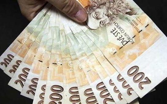 Podvodníkovi poslal 90 000 korun