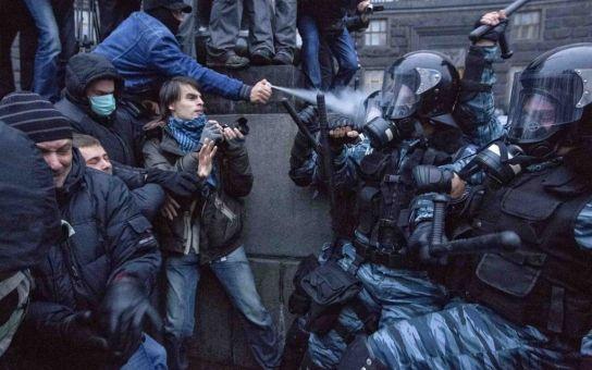 Ruské konvoje na Ukrajině, Islámský stát, masakr ve Rwandě. Šéf Českého červeného kříže začal vyprávět a takhle to dopadlo