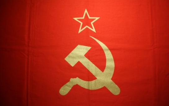 """Z ampliónů zní píseň """"Narodil jsem se v Sovětském svazu"""", nápisy """"EU a NATO, ruce pryč od Ukrajiny"""" se mísí s pravoslavnými kříži. Český novinář byl u toho"""