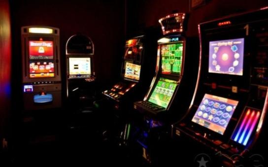 Spelos: Přehnaná regulace vyhrotí problémy s hazardem. Prohibice vede jen k rozmachu černých heren