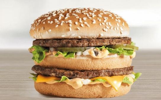 """Smyslem McDonaldu je lákat děti do """"chrámů obžerství"""" a ničit jejich tělo i duši. Napsal to Hájkův magazín Protiproud a mluví i o satanistech"""