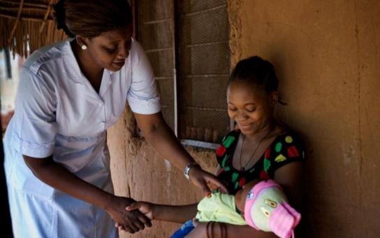Celosvětová zpráva o stavu činnosti porodních asistentek za rok 2014 naléhavě volá po investicích do kvalifikovaných porodních asistentek