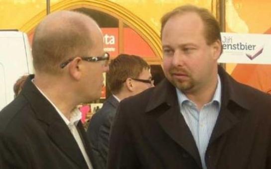 """""""Drsný"""" pučista Tejc versus """"uvážlivý"""" předseda Sobotka. Tajné zákulisí sobotního jednání ČSSD, komentátoři hovoří o novém rozkolu ve straně"""