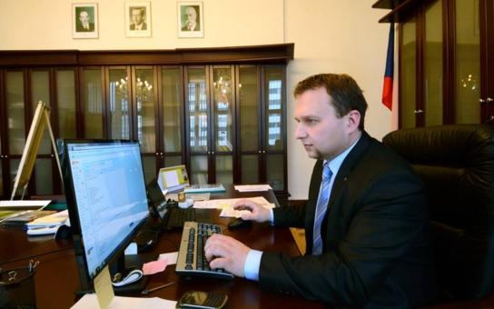 Ministr Jurečka mluvil o nemakačenkách ze severu. Lidé na Ústecku se přitom dožadují práce v lese… Pravda je ale úplně jinde!