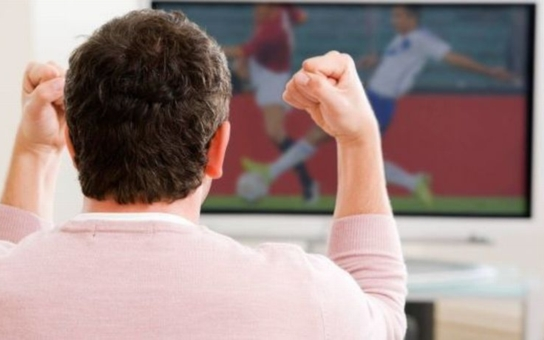 Přišel fotbalový svátek, po televizích se zaprášilo. Češi si teď kupují větší, dražší a modernější televizory