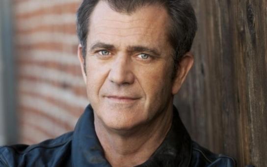 Do Varů dorazí na zahájení festivalu velká hollywoodská hvězda, Mel Gibson. Převezme tu Křišťálový globus