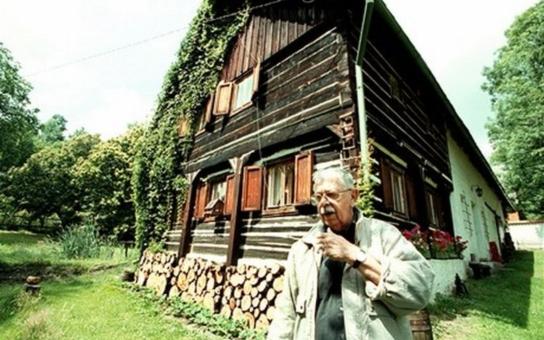 Brodský a jeho chalupa v Slunečné:  Právě tady se milovaný Bróďa na zahradě u Božích muk zastřelil! Exkluzivně ze série Chalupáři stříbrného plátna