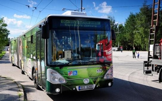 Českobudějovický Dopravní podnik zvažuje možnost platby jízdného také bankovní kartou, esemesky dobře fungují již delší dobu