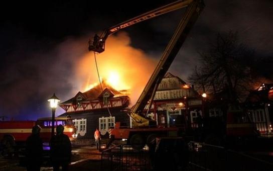Na obnovu kulturní památky, vyhořelé chaty Libušín na Pustevnách, lidé přispěli už přes 7 a půl milionu korun. A pomáhají dál