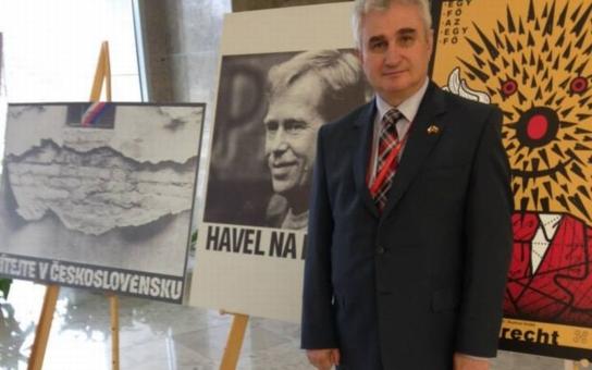 Žen, které stojí o funkce, je v ČSSD málo, tvrdí šéf Senátu Milan Štěch s tím, že on je pro uplatnění kvót pro něžné pohlaví